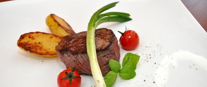 Rinderfiletsteak auf Ofenkartoffel
