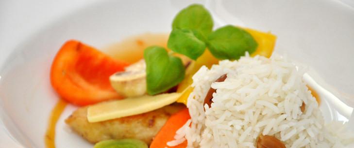 Hühnergeschnetzeltes auf Wok-Gemüse